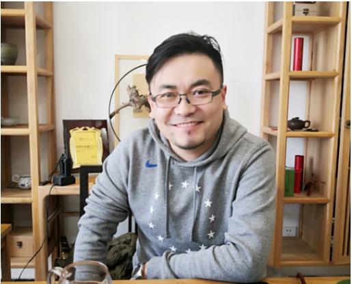 郑州市吉祥磨料磨具有限责任公司始于1992年,致力于自主品牌的生产研发二十余年。现已成为中国国内生产和研发树脂钹型砂轮、树脂切割砂轮、树脂超薄片砂轮、页轮等产品的知名企业。